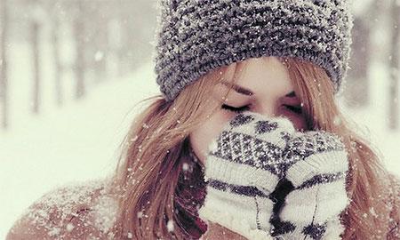 В руки свои дышу не обморозить бы