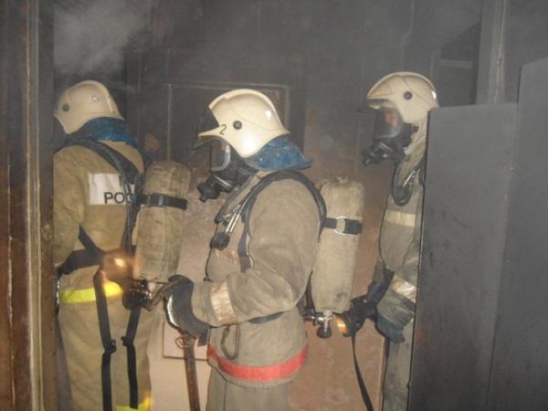 Впроцессе пожара вкурской квартире умер местный гражданин