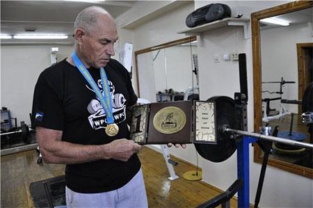 71-летний курянин установил три мировых рекорда в пауэрлифтинге