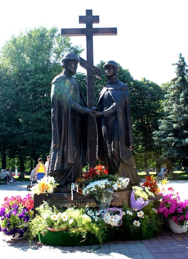 Памятники в курске цена где надгробные памятники фото рига