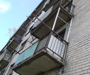 Курянка прятала тело убитой матери на балконе