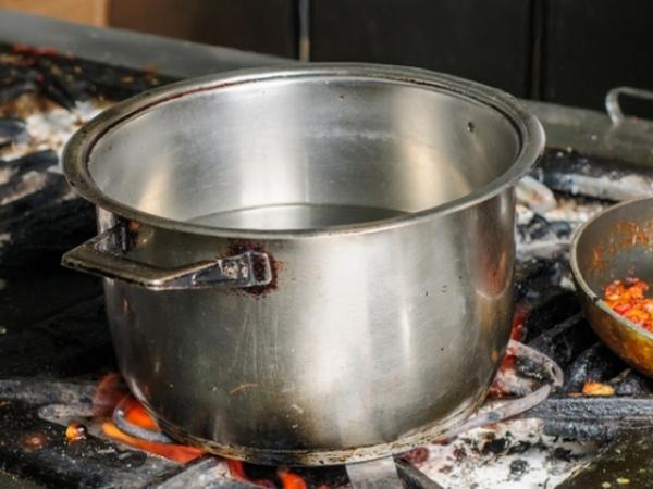 ВКурской области двое мужчин накухне общежития насмерть забили знакомого кастрюлей