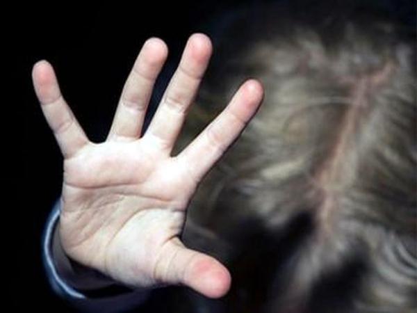 Курянин покусился начесть 5-летней дочери вприсутствии 8-летнего сына