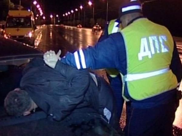 27-летний украинец ударил кулаком влицо курского инспектора ДПС