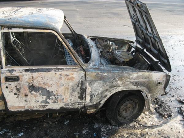 Гражданин Курской области разочаровался вугнанном автомобиле исжёг его