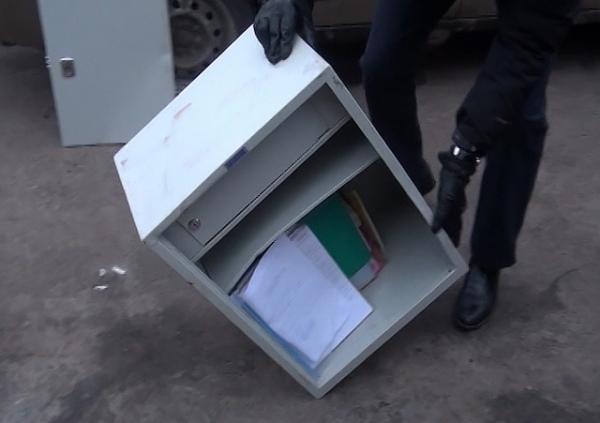 ВКурске сторож ограбил собственных работодателей, чтобы расплатиться скредитами