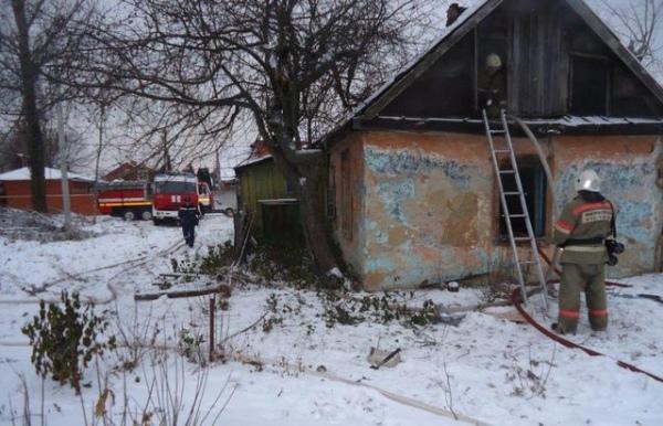 ВКурске потушили горевший дом наДальних парках