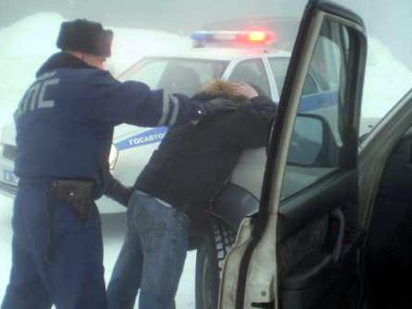 Нетрезвый курянин угнал авто, чтобы подвести приятельницу