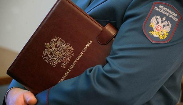 Курская область. прежний налоговый инспектор подозревается вовзятке ислужебных подлогах