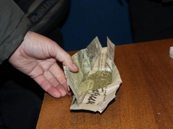 Полицейские конфисковали марихуану, которую самиже отдали нахранение