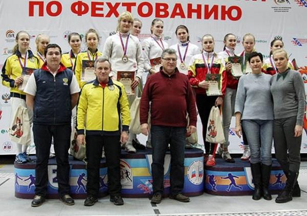 Золото пофехтованию вКурске одержал победу Владислав Мыльников