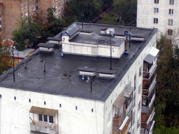 В Курске школьница не хотела возвращаться в интернат и прыгнула с крыши