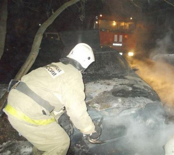 ВКурской области взагоревшейся машине умер человек