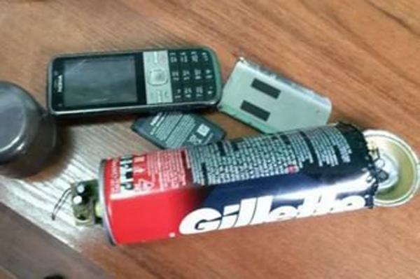 В курскую колонию в посылках нашли подозрительный порошок и мобильник