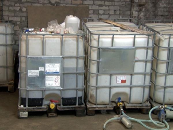 ВОктябрьском районе обнаружили неменее  10 тонн поддельного алкоголя