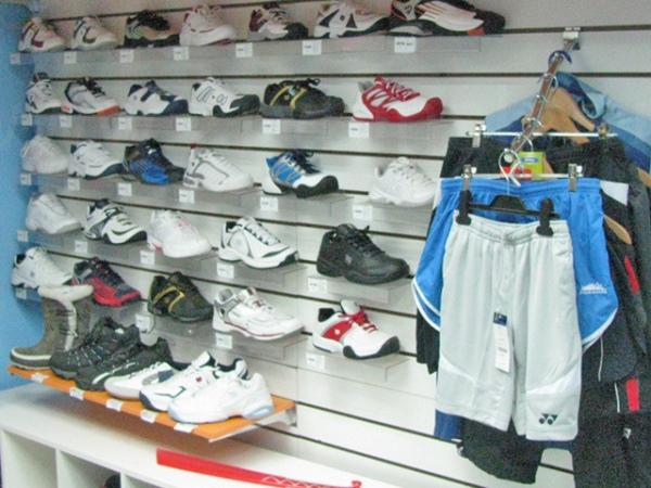 e0d158cb2332 Курянин обокрал магазин спортивной одежды