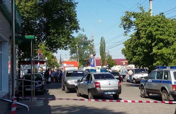 ВКурске мужчина взял взаложники продавца