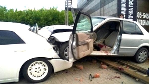 ВКурске «Мазда» влетела всвадебный лимузин: есть жертвы