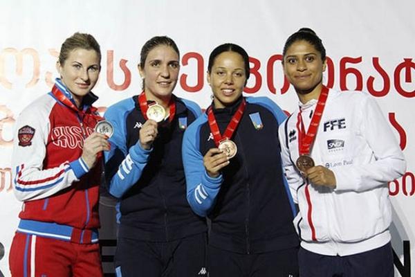 Дериглазова выиграла серебро чемпионата Европы пофехтованию нарапирах