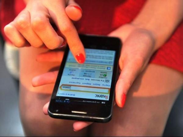 Жительница Курчатова украла мобильник в придорожном кафе