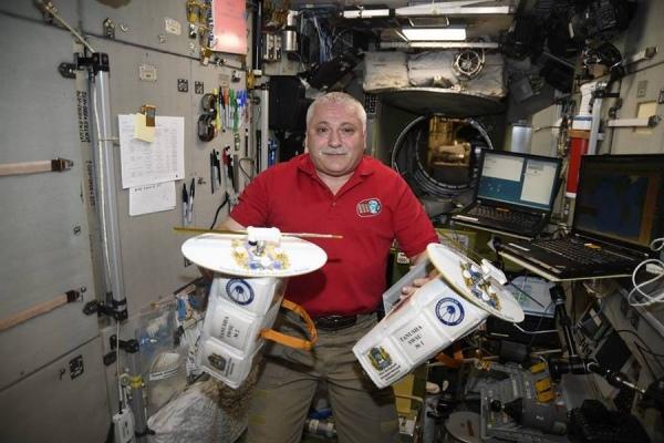 Русские космонавты вышли воткрытый космос впервый раз за1,5 года
