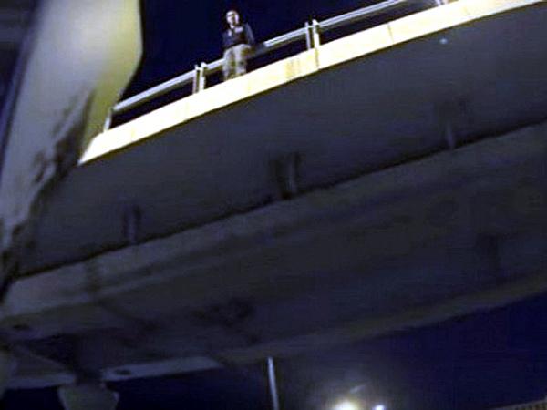 Байкер предотвратил попытку суицида наМинском шоссе в столицеРФ