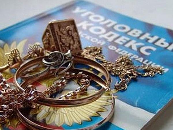 Пригласив вгости незнакомца, семья лишилась ювелирных украшений на 200 тыс. руб.