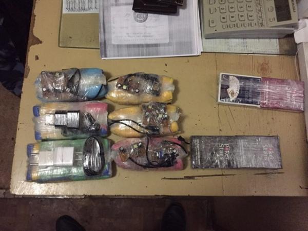 В Льговскую колонию пытались забросить мобильники с помощью арбалета