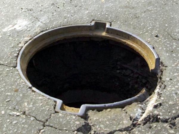 В Курске украли почти 200 канализационных люков