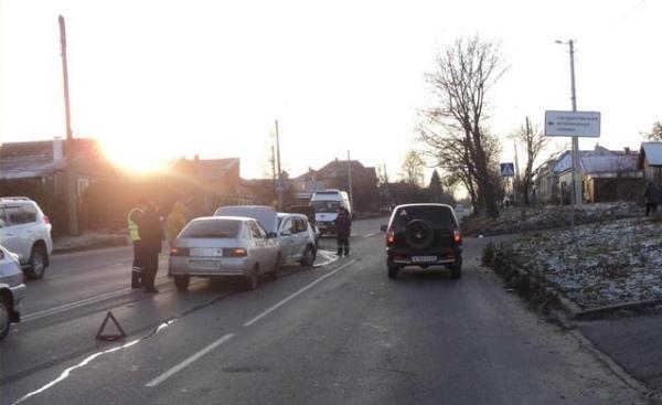 В Курске произошла авария с участием трех машин