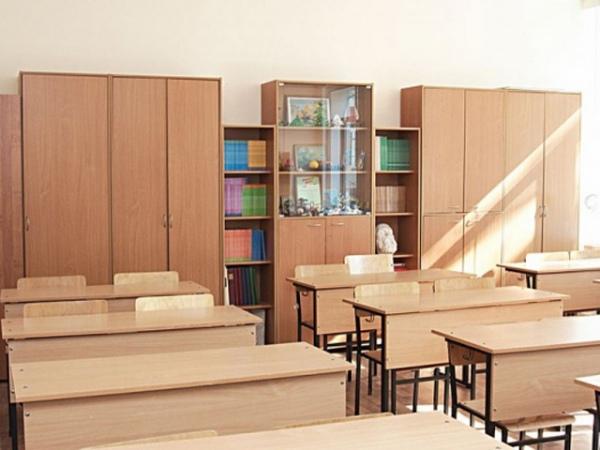 Вжелезногорской школе надетей упал шкаф