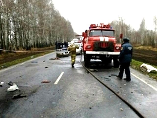 Натрассе вКурской области легковушка влетела в грузовой автомобиль: есть погибший