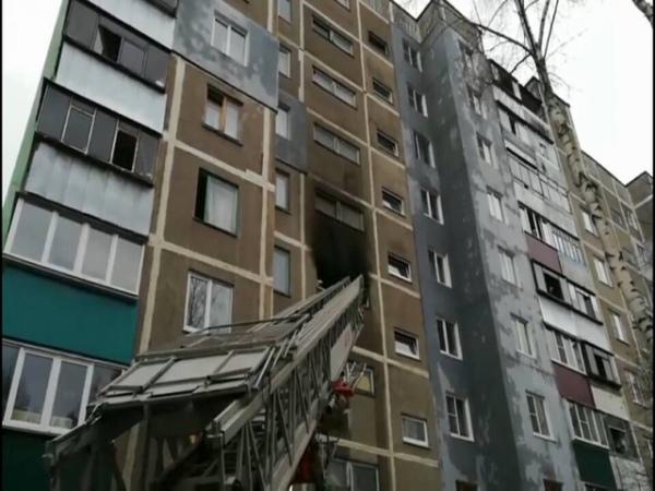 Курские cотрудники экстренных служб эвакуировали изгорящей многоэтажки семь человек