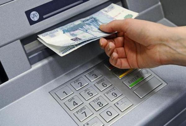 Курянин похитил сбанковской карты приятеля 40 тыс. руб.