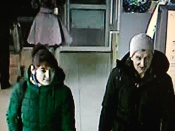 Разыскиваются мужчина иженщина, подозреваемые вкраже 10 тыс. руб.