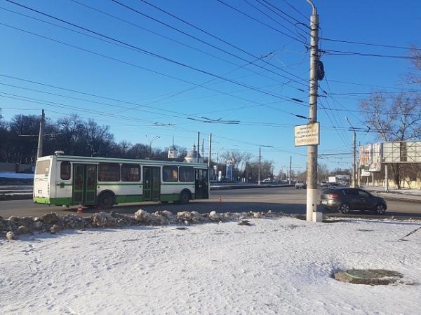 В Курске в автобусе травмировались мама с ребенком