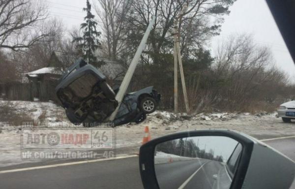 Под Курском иномарка протаранила столб, погиб пассажир