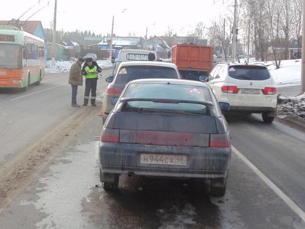 На Пучковке выскочившая на дорогу женщина спровоцировала ДТП с пострадавшим