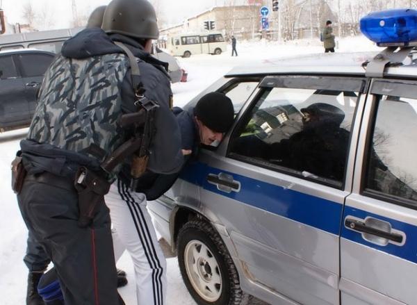 Курск. Наулице задержали иностранцев с73 пакетами героина