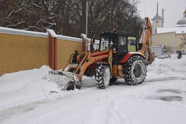 На расчистку улиц Курска от снега вышли чиновники