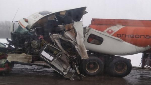 Под Курском столкнулись два грузовика