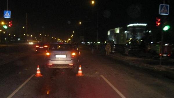 На улице Энгельса кроссовер протаранил ВАЗ, двое пострадавших
