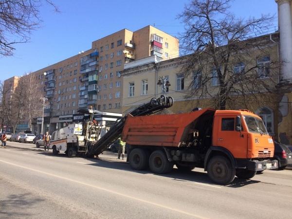 Дорожные работы на улице Ленина спровоцировали пробку