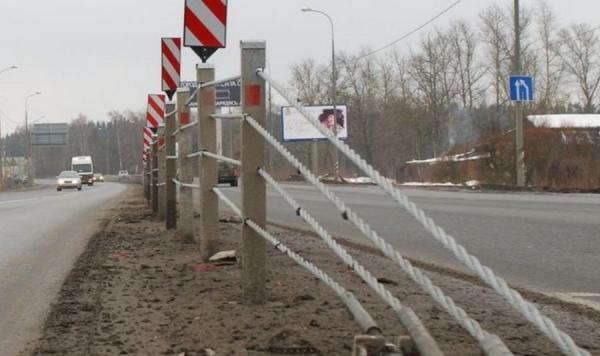 Куряне пытались украсть дорожное ограждение