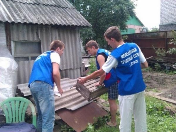 Школьники летом могут зарабатывать по 400 рублей в день