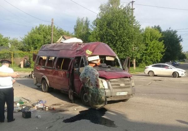 В Курске внедорожник протаранил маршрутку, шестеро пострадавших