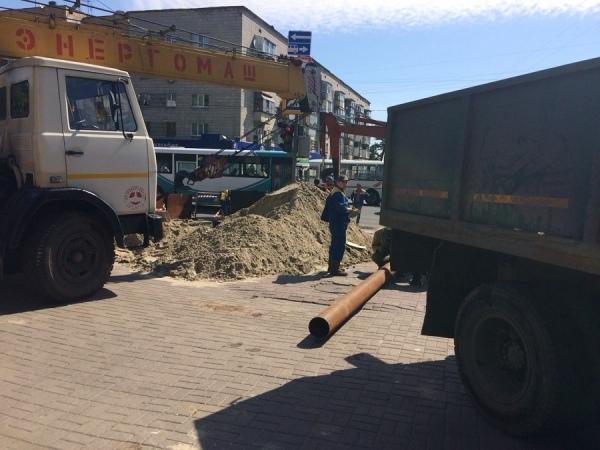 В центре Курска без отключения горячей воды ремонтируют теплосети