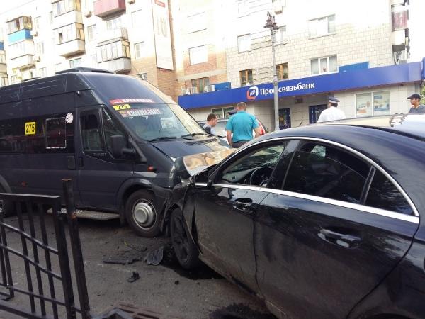 В центре Курска в массовом ДТП пострадали четыре человека