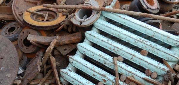 Курян задержали при перевозке краденого металла