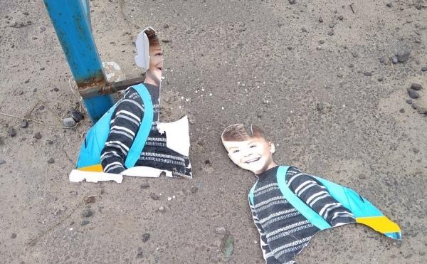 Под Курском вандалы уничтожили пластиковых школьников на пешеходном переходе